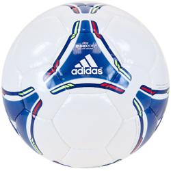 Sporta invertars Adidas mič UEFA Euro 2012